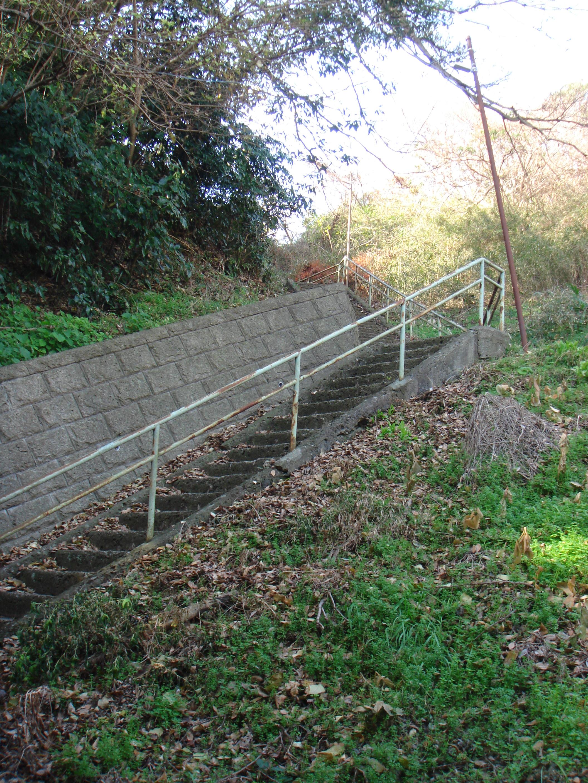 急峻な階段